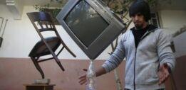 VOA慢速英语:加沙人通过平衡物体创造艺术