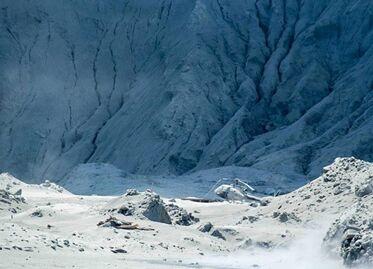 国际英语新闻:No signs of life after New Zealand volcanic eruption: PM