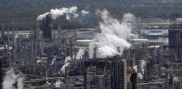VOA慢速英语:欧佩克成员国将讨论石油供应过剩问题