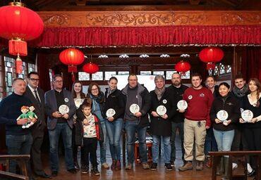 """国际英语新闻:Two giant pandas born in Belgium win """"Panda Cub of the Year"""" Gold Award"""
