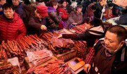 VOA慢速英语:中国农历新年将至 猪肉越来越少