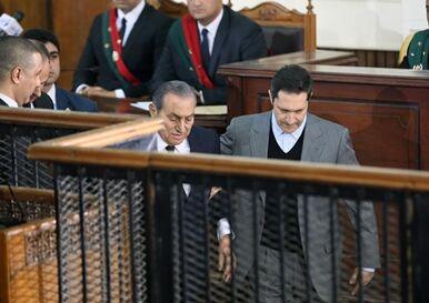国际英语新闻:2 sons of Egypt's ex-president Mubarak acquitted of corruption charges
