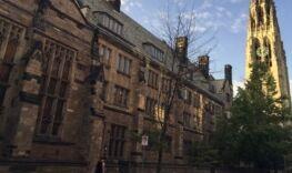 VOA慢速英语:美国对哈佛和耶鲁大学的外国资金进行调查