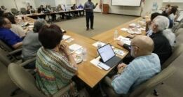 美国人口普查官员在拉丁美洲贫困小镇面临考验