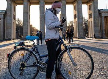 国际英语新闻:Germany decides to further restrict public life to combat COVID-19