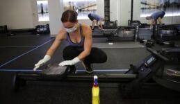 美国一些健身房重新开放  采取了新的抗病毒措施