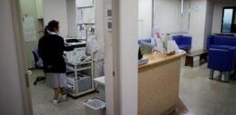 VOA慢速英语:日本的医疗企业难以保持营业
