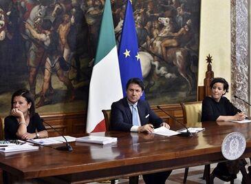 国际英语新闻:Italy to cut red tape, speeding up economic recovery amid coronavirus emergency