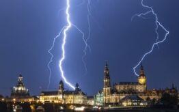 VOA慢速英语:词汇节目:闪电不会两次击中同一个地方?