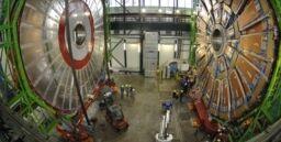 VOA慢速英语:巨大的机器在寻找宇宙中最小的部分