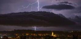 VOA慢速英语:在暴风雨中保持安全