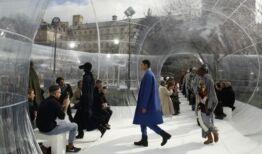 VOA慢速英语:巴黎时装周在网上开幕