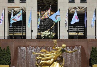 国际英语新闻:Rockefeller Center's outdoor flag exhibition open to public in NYC