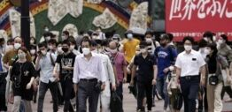 VOA慢速英语:日本重启旅游业 新冠病毒感染人数上升