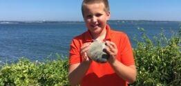 VOA慢速英语:来自罗德岛州的男孩发现了最大的蛤蜊