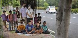 一对印度夫妇为贫困学生开设户外课