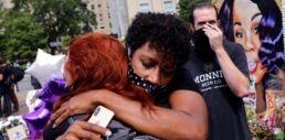 VOA慢速英语:一名警官在布雷娜・泰勒案中被起诉 但不是因为她的死亡