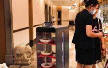为减少人与人接触 韩国餐厅启用送餐机器人