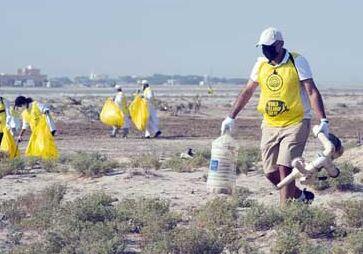 国际英语新闻:Feature: Kuwait launches mass beach campaign to mark World Cleanup Day