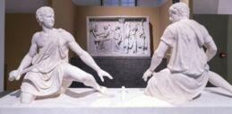 VOA慢速英语:古希腊和罗马的雕像在存放多年后重新展出
