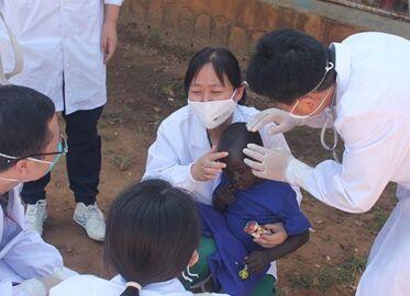 国际英语新闻:Chinese medics in South Sudan visit children's home