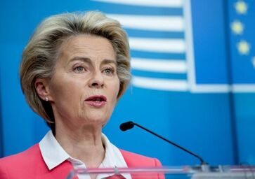 国际英语新闻:EU executive arm chief self-isolates after contact with COVID-19 patient