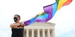 VOA慢速英语:美国研究称学校是对性少数群体充满敌意的地方