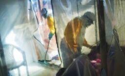 VOA慢速英语:美国批准全球首个埃博拉病毒治疗方法