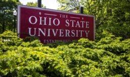 VOA慢速英语:美国国际大学生人数因新冠病毒大幅下降