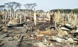 VOA慢速英语:火灾摧毁了罗兴亚难民营的数千所房屋