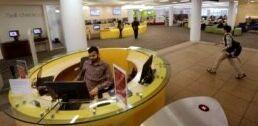 VOA慢速英语:获奖图书馆员在疫情期间提供帮助
