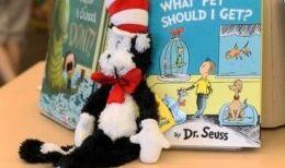 """VOA慢速英语:苏斯博士的儿童书籍因""""有害""""图片被下架"""