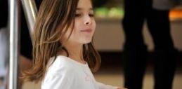 VOA慢速英语:美国7岁女孩患病 卖柠檬水为脑部手术筹钱