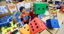慢速英语:拜登推美国家庭计划 提供免费学前班