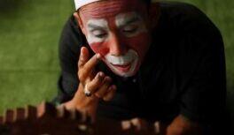 慢速英语:印尼老师用小丑教古兰经