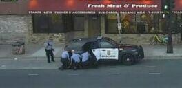 慢速英语:弗洛伊德案中的四名前警官面临联邦指控
